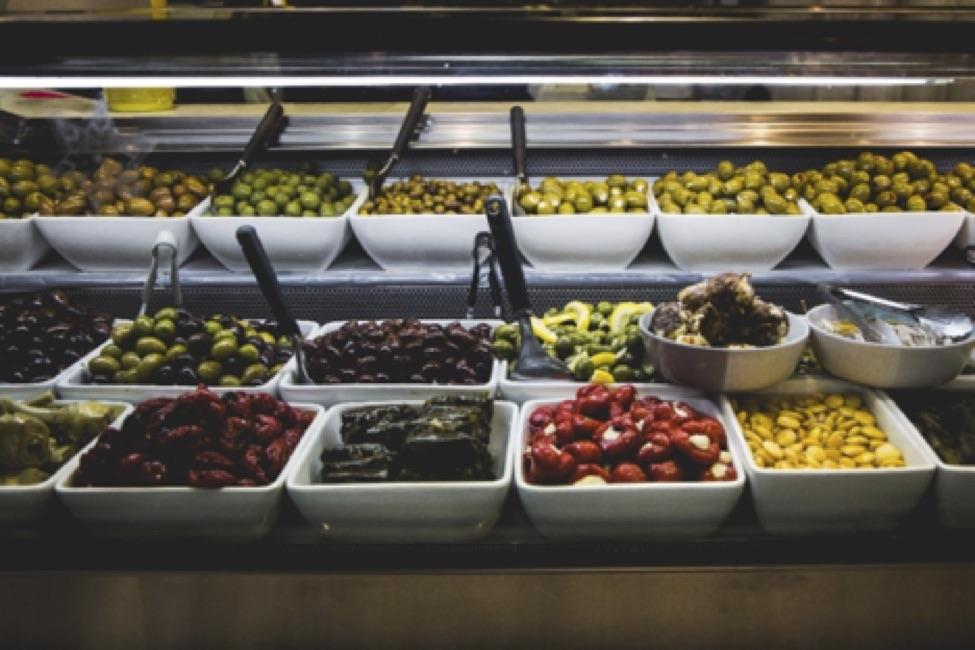<br />A wide variety of food options may be available at a self-serve salad bar (Image source: Benjamin Ashton on Unsplash)